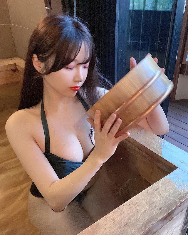 Off livestream quá lâu, nữ streamer gợi cảm đăng ảnh bikini gợi cảm để bù đắp cho fan rồi hỏi Đủ chưa - Ảnh 9.