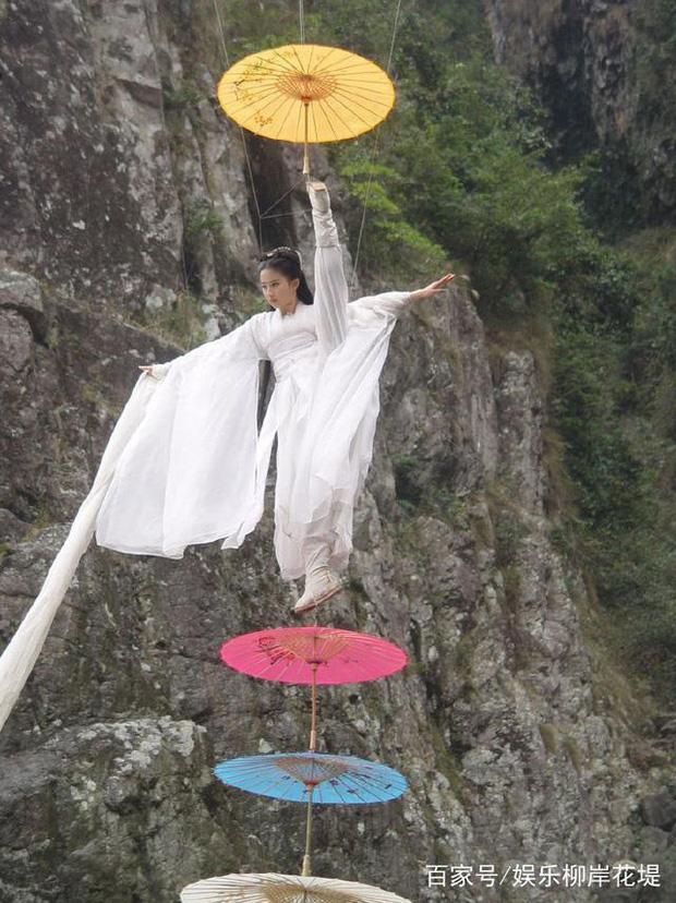 Lưu Diệc Phi suýt bị Tiểu Long Nữ lấy mạng 3 lần, may mắn thoát chết nhưng gặp di chứng tàn tật vĩnh viễn - Ảnh 9.