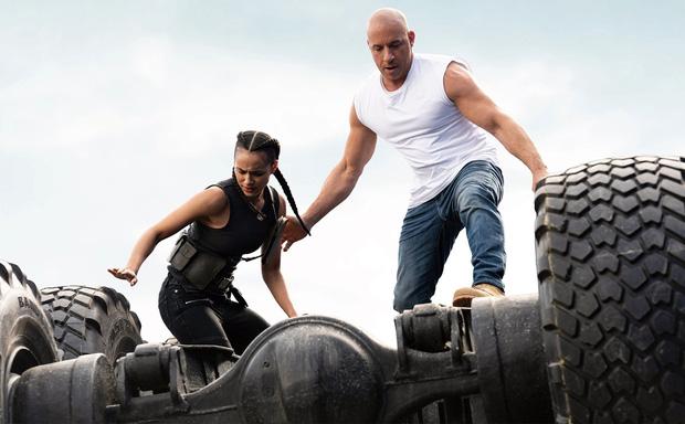 Fast & Furious 9 nhận cơn mưa lời khen: Phần phim hoành tráng và ảo nhất thương hiệu là đây! - Ảnh 1.