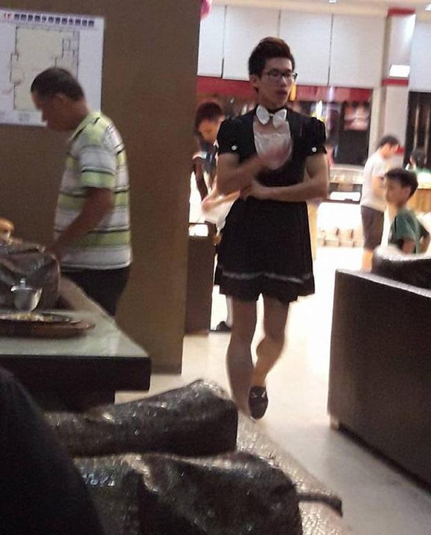 Nhà hàng quảng cáo có nữ phục vụ nóng bỏng, 500 anh em kéo đến rồi nhận một cú lừa đắng cay - Ảnh 4.