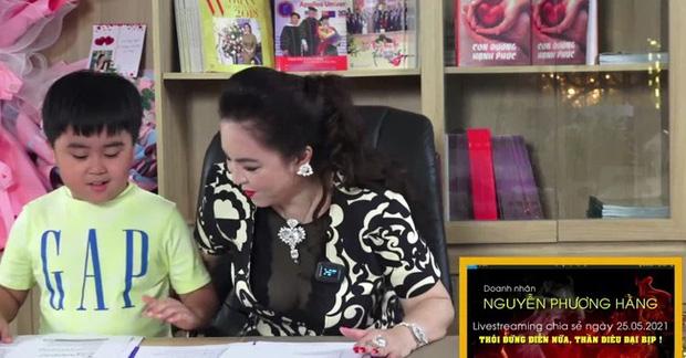 Con trai bà Phương Hằng và đại gia Dũng lò vôi: Được trao chức Chủ tịch khi tròn 1 tuổi, thành tỷ phú bé nhất Việt Nam! - Ảnh 1.
