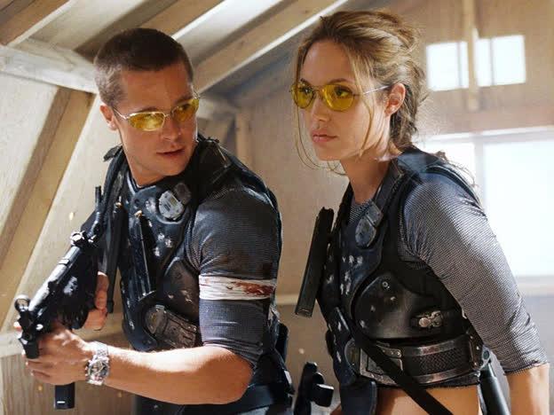 """Top 5 vai diễn vất vả của """"chị đẹp"""" Angelina Jolie, từ cứu hộ dù đến trộm mộ - Ảnh 3."""