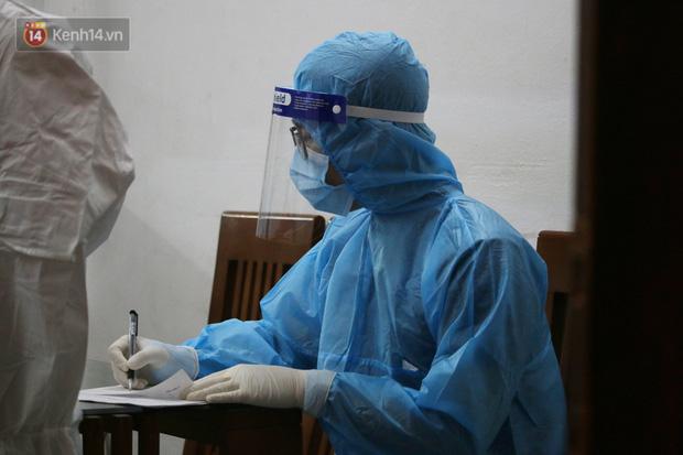 Hà Nội: Nam bác sĩ tại 1 bệnh viện trung ương dương tính với SARS-CoV-2, F1 ở rất nhiều quận huyện - Ảnh 2.