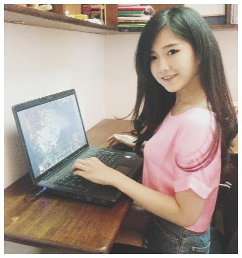 Thời nào còn là ngọc nữ của làng LMHT, nàng hot girl Việt lột xác gợi cảm tới bất ngờ, khoe dáng với bikini nóng bỏng - Ảnh 5.