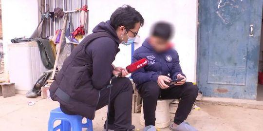 """Bán """"của quý"""", đánh mất đời trai để mua iPhone cùng những gia đình """"táng gia bại sản"""" vì đam mê dị hợm - Ảnh 3."""