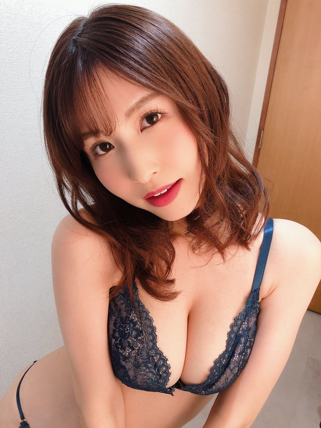 Loạt mỹ nhân 18+ xinh đẹp sở hữu đường cong quyến rũ nhất nhì Nhật Bản - Ảnh 1.