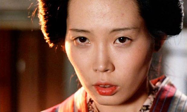 Cảnh nóng thật 100% hại đời nữ chính xứ Nhật: Bị cả nước tẩy chay đến bỏ xứ rồi qua đời, số phận nam chính gây tranh cãi - Ảnh 12.