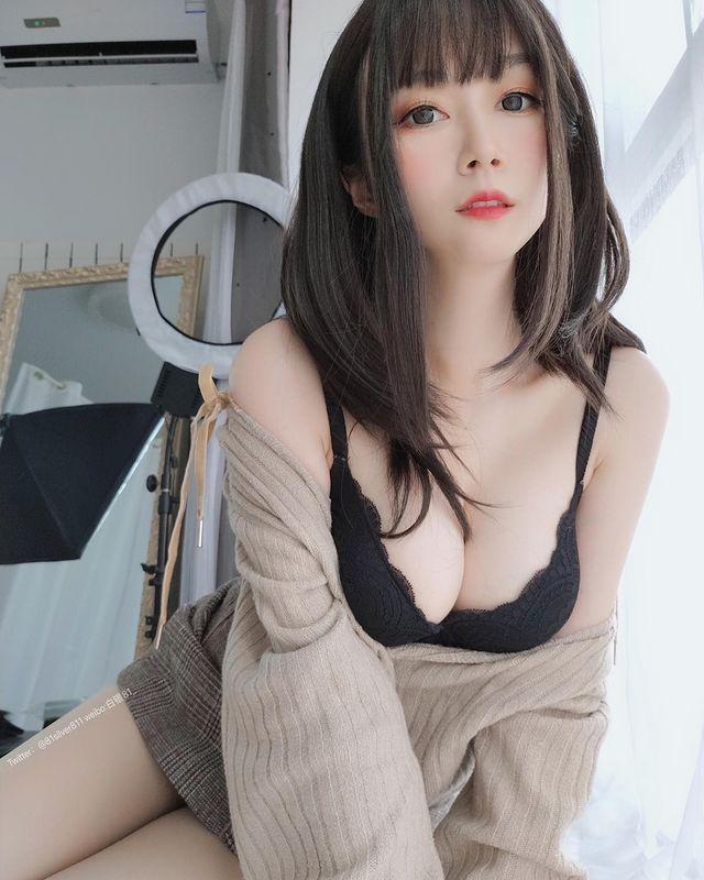 Giấu mặt với trang phục đầy hờ hững, nàng hot girl được CĐM săn lùng info ráo riết, bị đồn đoán là sắp gia nhập làng phim 18+ - Ảnh 3.