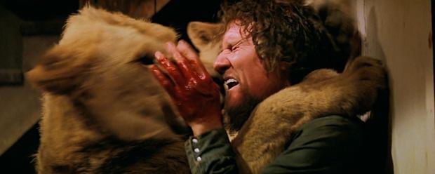 Thành viên ekip bị sư tử nhai đầu, nữ chính bị vồ suýt mất thị giác, cả trăm người bị thương trong bộ phim nguy hiểm nhất lịch sử - Ảnh 5.