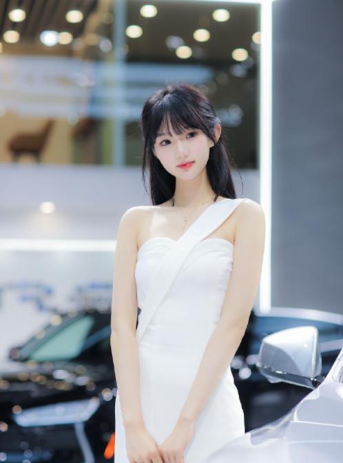 Bị tung clip quấy rối nơi công cộng, nàng người mẫu vô danh bỗng hóa hot girl vì quá mức xinh đẹp - Ảnh 4.