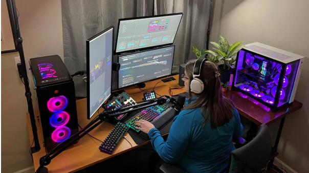 56 tuổi vẫn quẩy game FPS nhiệt, bà bác streamer cứ mỗi lần lên sóng lại hút tới gần trăm ngàn người theo dõi - Ảnh 1.