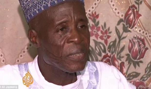 Lấy gần 100 vợ, cụ ông 84 tuổi phải dắt cả nhà đi ăn xin, cảnh cáo ai bắt chước sẽ bị đột quỵ - Ảnh 1.