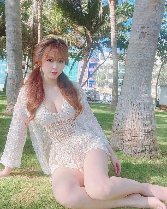 Tạm dừng làm YouTuber, cô giáo hot girl Trân Trần khiến CĐM bỏng mắt với màn khoe vòng một gợi cảm để test phao bơi - Ảnh 9.