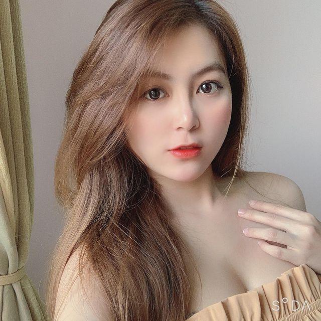 Tạm dừng làm YouTuber, cô giáo hot girl Trân Trần khiến CĐM bỏng mắt với màn khoe vòng một gợi cảm để test phao bơi - Ảnh 11.