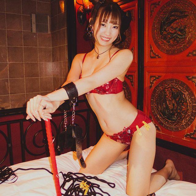 Ngắm nhan sắc Akari Mitani, mỹ nữ 18+ chân dài xinh đẹp của người Nhật - Ảnh 8.