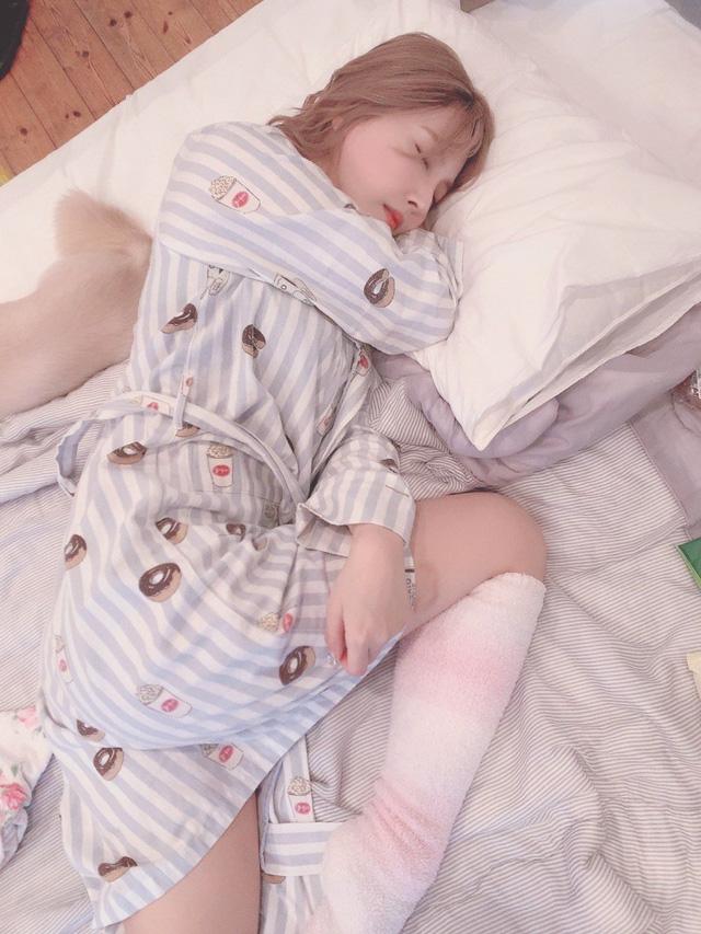 Động viên fan ủng hộ bom tấn kỷ niệm 6 năm debut, Yua Mikami liên tục đăng ảnh giường chiếu nóng bỏng - Ảnh 6.