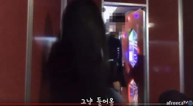 Ra ngoài hát karaoke 1 mình giữa đêm, nữ streamer xinh đẹp hoảng sợ khi bị trai lạ vào phòng, đề nghị song ca khiếm nhã - Ảnh 5.