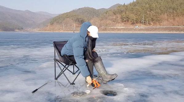 Chỉ đăng video câu cá nhưng nữ YouTuber lại khiến CĐM phát sốt vì nóng bỏng chẳng khác gì siêu mẫu - Ảnh 3.