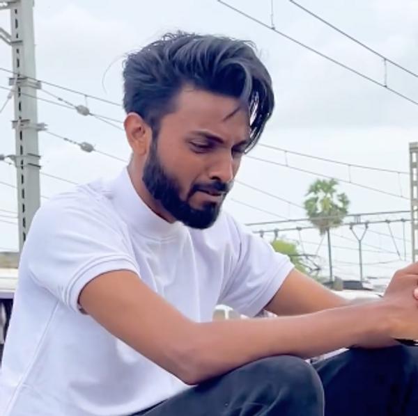 Làm clip giả chết rồi đăng lên mạng xã hội, Youtuber Ấn Độ bị cảnh sát tóm cổ - Ảnh 1.
