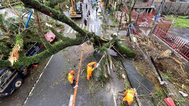 Mặc kệ lũ lụt ngập cả mét, quán net Philippines vẫn chật kín game thủ rủ nhau đến combat như thường - Ảnh 4.