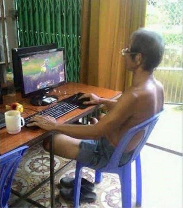 Cằn nhằn khi thấy con chơi game nhưng chính các phụ huynh mới là game thủ xịn, đạt level nhìn như hack