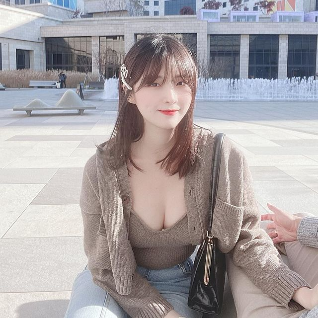 Làm clip Lookbook, khoe nội y và bikini trên sóng với định dạng 4K siêu nét, nữ YouTuber khiến fan mất máu vì quá gợi cảm - Ảnh 10.