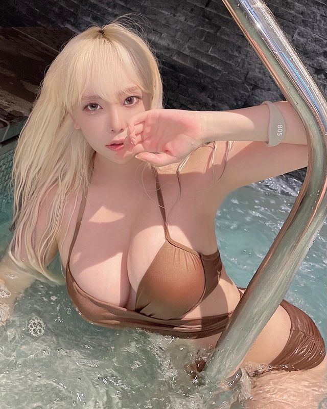 Dami - cô nàng streamer xinh đẹp cực nổi tiếng với những màn khoe thân nóng bỏng Photo-1-1629108442838358634382