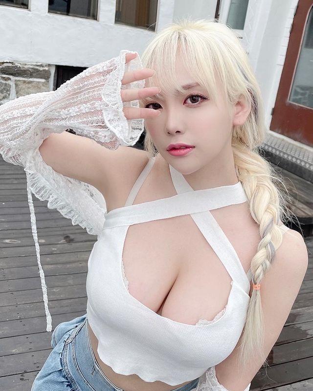 Dami - cô nàng streamer xinh đẹp cực nổi tiếng với những màn khoe thân nóng bỏng Photo-1-16291084553701587031886