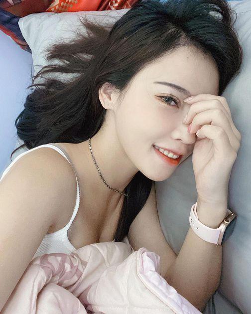 nữ YouTuber  Đăng ảnh giường chiếu để cảm ơn fan Photo-1-16293487148091553297240