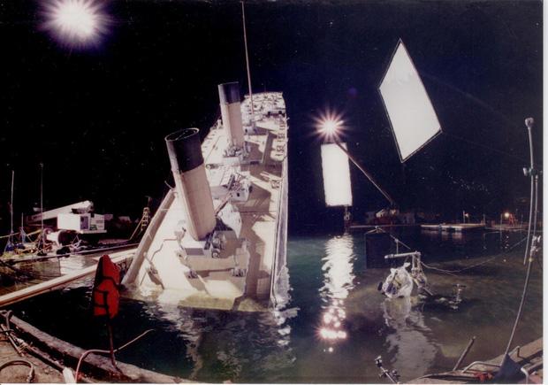 Titanic và 10 bí mật hậu trường nghe mà kinh ngạc: Dàn diễn viên bị hành xác đến rùng mình, Kate Winslet gặp tai nạn tới mức đòi bỏ phim! - Ảnh 10.