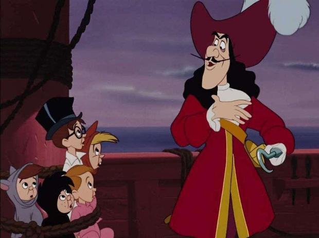 5 thuyết âm mưu đục khoét tuổi thơ ở phim Disney: Peter Pan là sát nhân hàng loạt, mẹ ghẻ Bạch Tuyết mắc bệnh tâm thần? - Ảnh 1.