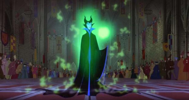 5 thuyết âm mưu đục khoét tuổi thơ ở phim Disney: Peter Pan là sát nhân hàng loạt, mẹ ghẻ Bạch Tuyết mắc bệnh tâm thần? - Ảnh 2.