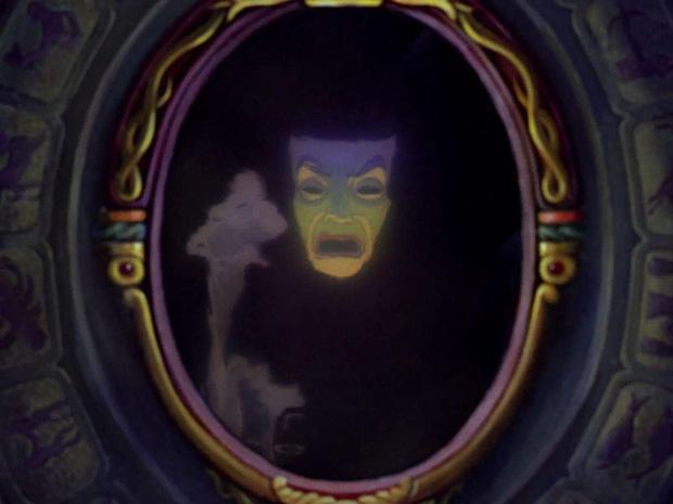 5 thuyết âm mưu đục khoét tuổi thơ ở phim Disney: Peter Pan là sát nhân hàng loạt, mẹ ghẻ Bạch Tuyết mắc bệnh tâm thần? - Ảnh 3.