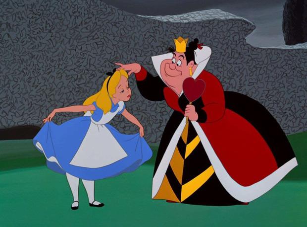 5 thuyết âm mưu đục khoét tuổi thơ ở phim Disney: Peter Pan là sát nhân hàng loạt, mẹ ghẻ Bạch Tuyết mắc bệnh tâm thần? - Ảnh 4.