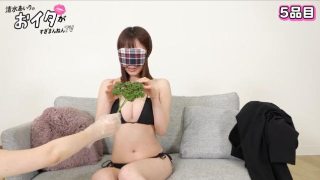Chơi game quá kém lại thích làm thử thách, nữ YouTuber xinh đẹp thua trắng, bị lột sạch đồ tới mức phải xin tha ngay trên sóng - Ảnh 8.