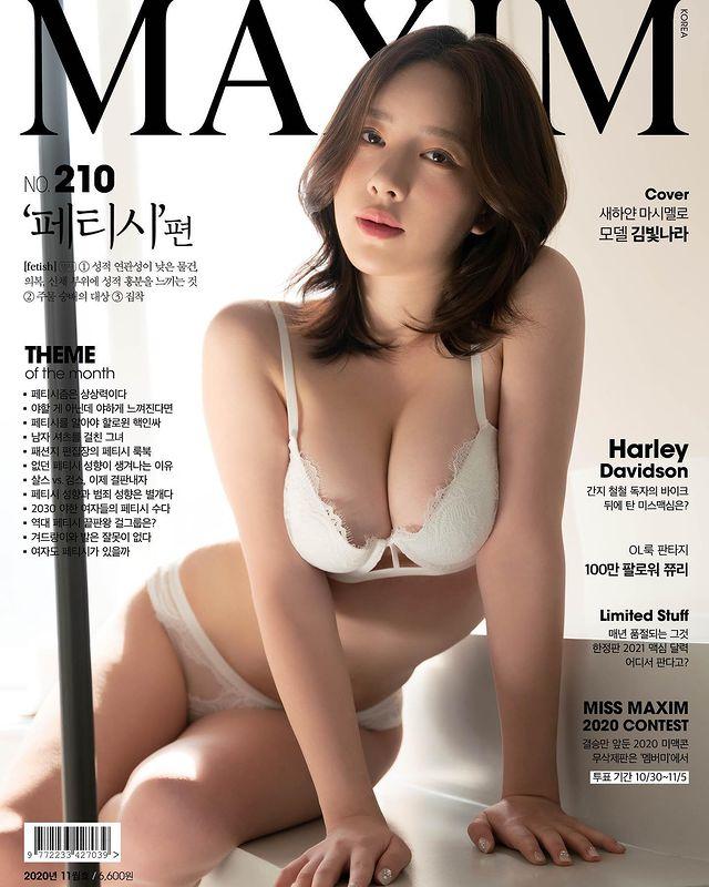 Khoe vòng một quá bạo, nữ streamer xinh đẹp tự hào khi được lên trang bìa của tạp chí người lớn - Ảnh 6.