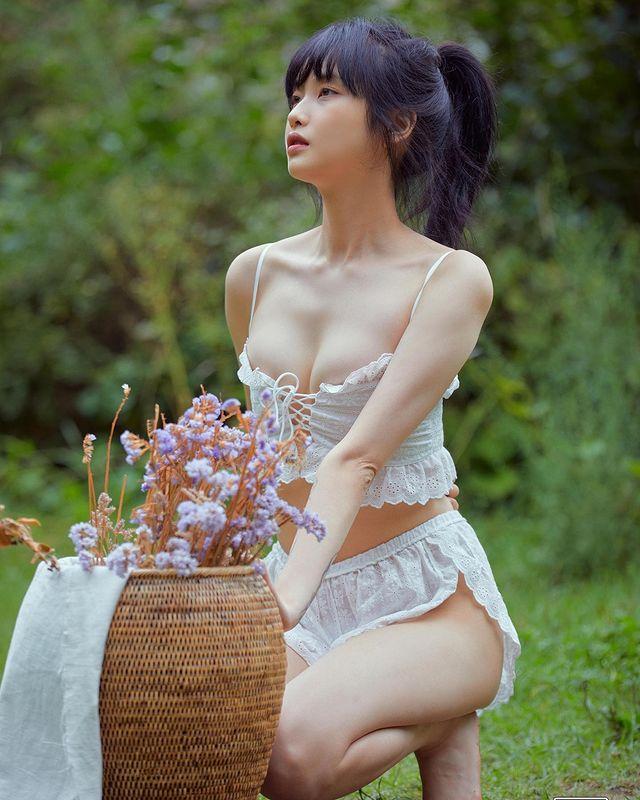 Màn khoe thân siêu nóng bỏng của cô nàng streamer Ko Mal-sook Photo-1-16318587106331238941886
