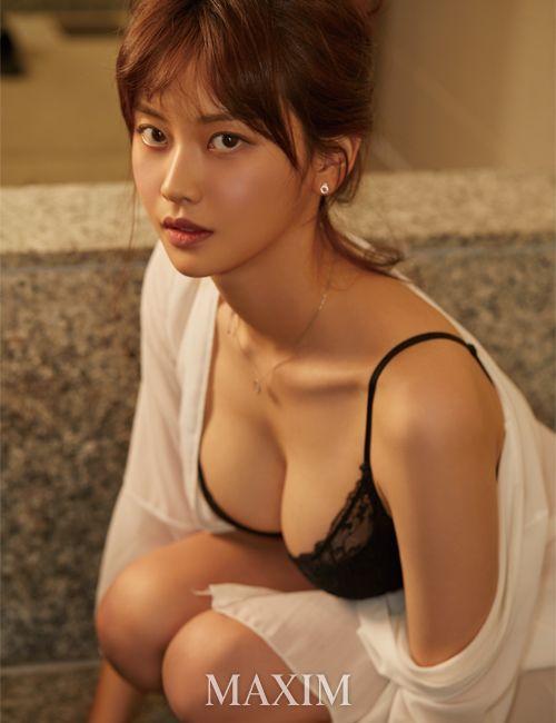 Màn khoe thân siêu nóng bỏng của cô nàng streamer Ko Mal-sook Photo-1-16318592533912222811