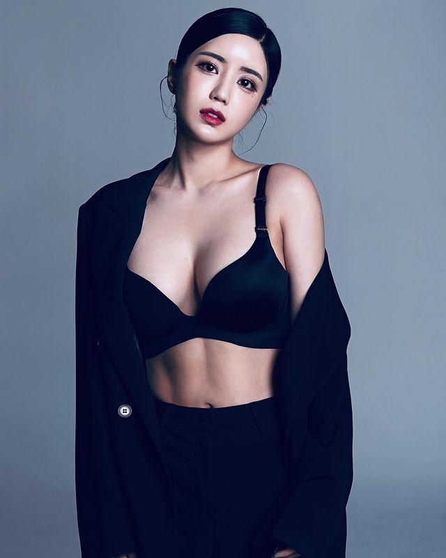 Khoe thành quả giảm cân sau nhiều tháng, nữ streamer khiến fan hâm mộ bỏng mắt, suýt tụt váy trên sóng vì gầy - Ảnh 4.