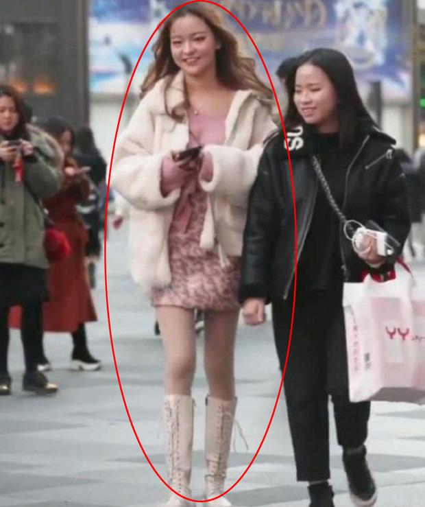 hot girl xinh đẹp bất ngờ tụt fan thảm hại chỉ vì khoảnh khắc bị chụp trộm Photo-1-1632639496520601216758