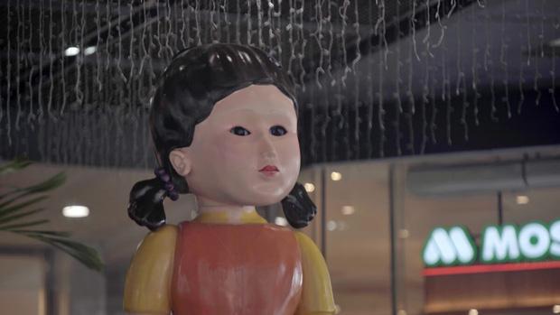 Xôn xao hậu trường nhí nhảnh của bé búp bê Squid Game, nhan sắc ngoài đời ra sao mà bị so với Shizuka? - Ảnh 8.