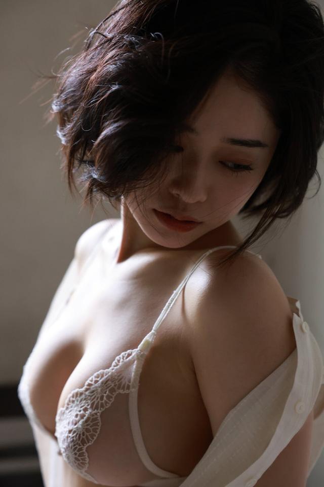 """Xuất hiện hot girl tân binh """"trăm năm có một"""" của làng phim 18+ Photo-1-1630901254758581711796"""