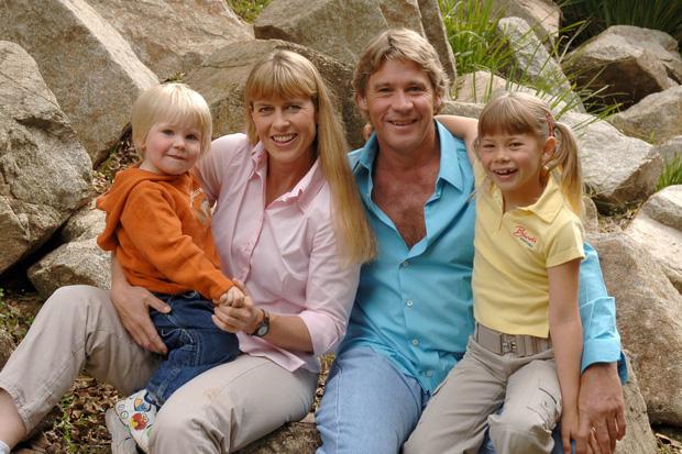 Cái chết nghiệt ngã của thợ săn cá sấu Steve Irwin: Nhà động vật học hàng đầu thế giới và câu chuyện sinh nghề tử nghiệp - Ảnh 2.