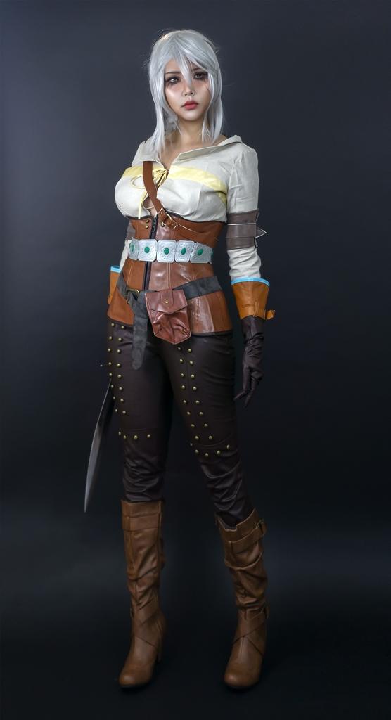 The Witcher: Ngắm cosplay Ciri chân dài gợi cảm và quyến rũ Photo-1-16310707913841958741543