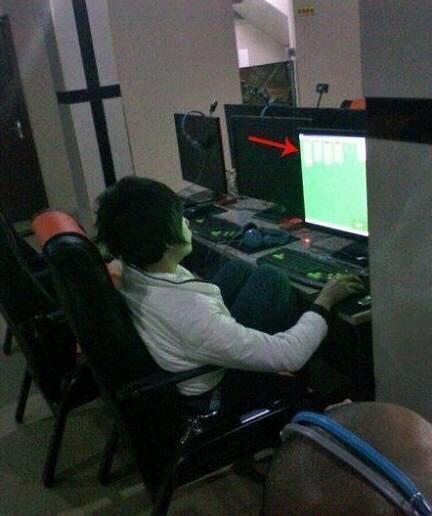 Ra quán Net chơi Solitaire