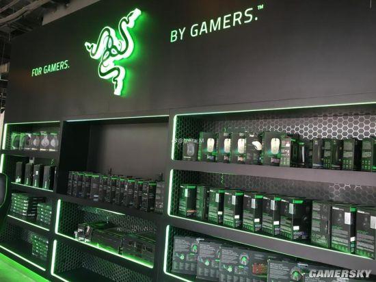 Quán cũng có khu vực bày bán gaming gear riêng dành cho game thủ