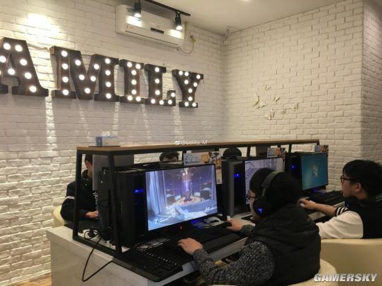 Một phòng chơi game được thiết kế dành riêng cho những người chơi Overwatch. Nếu bạn để ý kĩ sẽ thấy có 6 máy tính