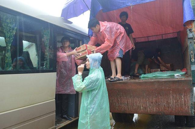 Hình ảnh ý nghĩa từ các buổi từ thiện của game thủ Việt