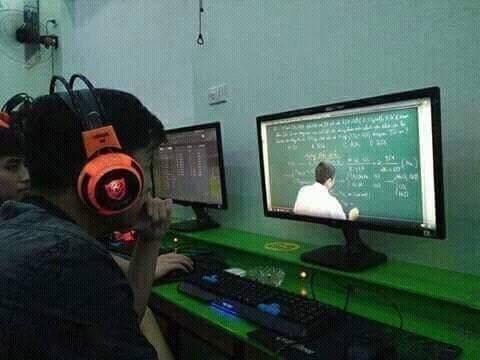 Ra quán Net để... học bài online