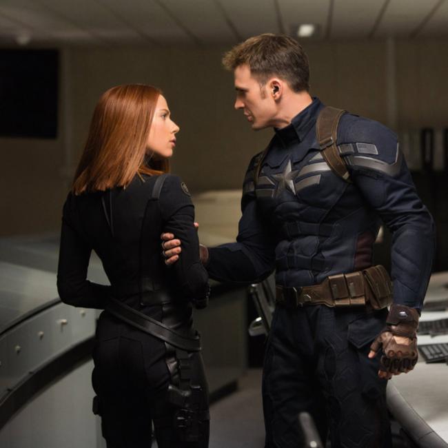 Chris Evans và Scarlett Johansson đã thành cặp đôi quyền lực mới của Hollywood?